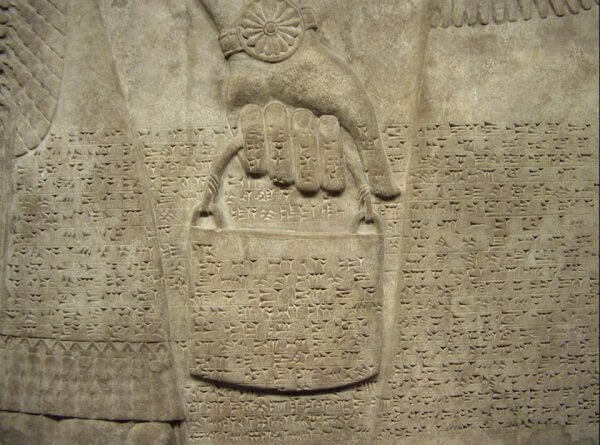 The handbag is a symbolic correspondence we can find among depictions of Sumerian Gods, Mesoamerican reliefs, symbolic stones at Gobekli Tepe, India, and beyond.