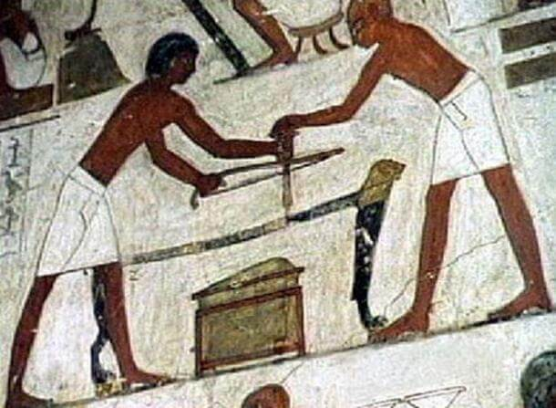 Using common tools to work stone in ancient Egypt. ( Egyptraveluxe Tours )